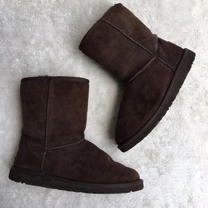 UGG #5251 Brown Classic Short Boots Size 6